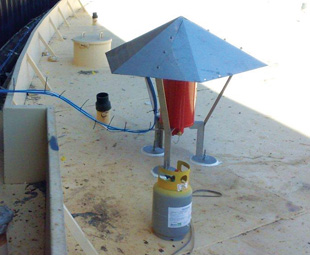 Stored product vapour can collect in the rim between the floating roof and the tank shell. This can mix with air when the rim seal is damaged, providing a hazardous mixture. Lightning or sparks produced by static electricity can cause a fire to occur. But Saval understands this, and has incorporated this principle into all its designs.