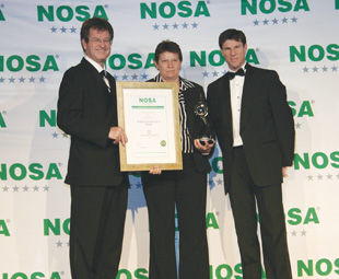 Receiving their platinum Noscar awards from Nosa's Justin Hobday and Duncan Carlisle are, Debbie Crawley, from Air Products South Africa's head office …