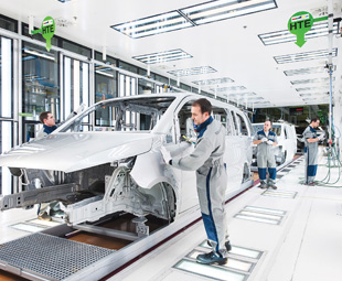 The Mercedes-Benz Vitoria plant is Daimler's second largest van plant. After the body is coated with paint, employees in the paint shop inspect the quality.