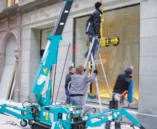 The specialised Maeda mini cranes are now available in South Africa.